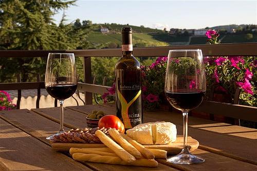 vin og brød i Piemonte